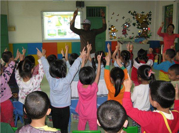 梅江区五洲城幼儿园请美国老师来上课