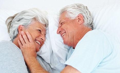 国内老人做爱_老年人性爱真的有害无益?