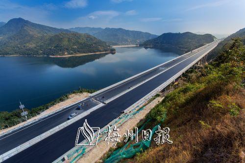 """兩高速今明通車 從此梅州""""縣縣通高速"""""""