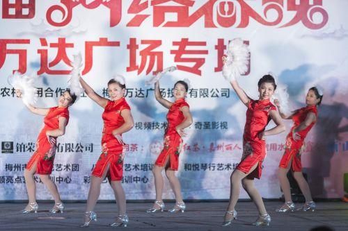 梅州市旗袍文化协会文艺队表演古典舞《夜来香》. - meizhou.cn