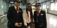 外籍3岁男孩独行走失,地铁员工为他找回妈妈 - 广东大洋网