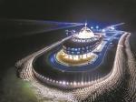 港珠澳大桥海上的人工岛。广报全媒体记者陈治家 通讯员唐丽娟 摄 - 新浪广东