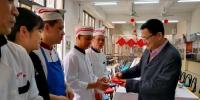 大年初一校长王恩科慰问一线教职工 - 华南师范大学