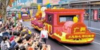 19辆花车亮相广州首日吸引近9.8万人次围观 - Gd.People.Com.Cn