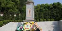 潮州西湖烈士纪念碑前 师生敬献纸花悼念先烈 - 新浪广东