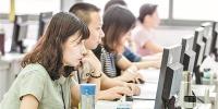 昨日,华南师范大学大学城校区,高考语文科阅卷现场。 - 新浪广东