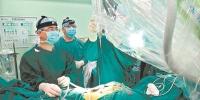 广州完成首例机器人脊柱手术 精准定位误差不到1毫米 - 广东大洋网