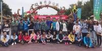 广州稻草艺术节:这群特殊的孩子们完成了一幅草帽大画 - 广东大洋网