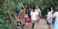 8月19日,在老挝北部城市琅勃拉邦附近,救援人员在事故现场附近工作。新华社发(杨秀敏 摄) - 新浪广东