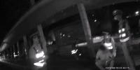 19岁男孩醉驾共享汽车  冲卡撞车自扇耳光用头撞地 - 新浪广东