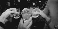 男子赴宴被设局投毒酒中 神志不清参赌输一万多 - 新浪广东