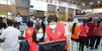 我为群众办实事|东坑党员志愿者助力疫苗接种工作 - News.Timedg.Com