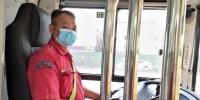 公交司机半路停车,原来是去救火 - 广东大洋网